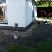Het aanleggen van elektra in de tuin voor het aansluiten van een hottub!